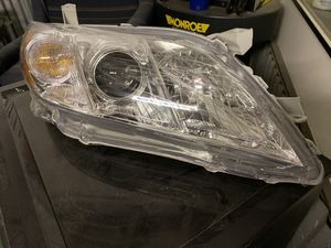 07-09 Toyota Camry headlight Right side for Sale in Ontario, CA