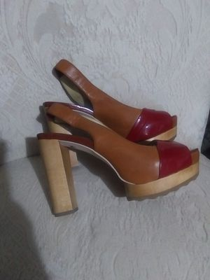 shoes MICHAEL KORS SIZE 6M for Sale in Fort Myers, FL