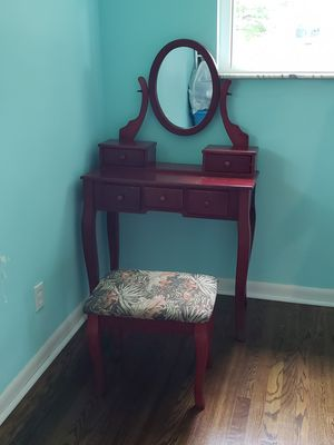 Makeup vanity for Sale in Milford, OH