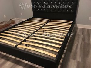 CALIFORNIA KING (MATTRESS INCLUDED) for Sale in Lynwood, CA