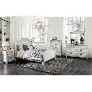 4-Pc Antique White Solid Wood Queen Bedroom Set for Sale in Fresno, CA