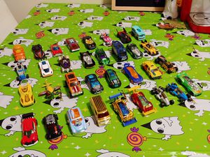 Lot of 33 mint condition Hot Wheels for Sale in Malden, MA