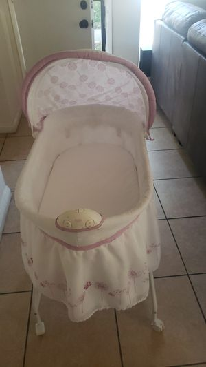 Baby bassinet for Sale in Rialto, CA
