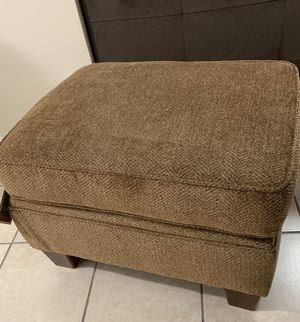 Broyhill Chair & Ottoman for Sale in Forest Heights, MD