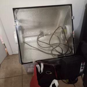 600 watt Or 1000 Watt light bulb with balance (2) for Sale in Modesto, CA