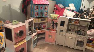 All doll houses (todas las casas de muñecas) for Sale in Ruskin, FL