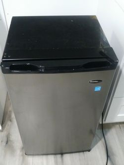 Danby Mini Fridge 3.2 Cubic feet. OBO for Sale in Atlanta,  GA