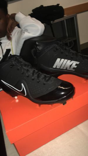 NIKE FORCE ZOOM TROUT 4/ Size 8.5 in Black for Sale in Santa Monica, CA