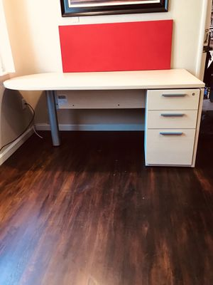 "72"" x 36"" Desk like new No key top brand high Cuality furniture look my other items for Sale in Fresno, CA"