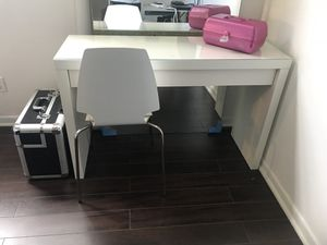 Makeup Vanity for Sale in North Miami Beach, FL