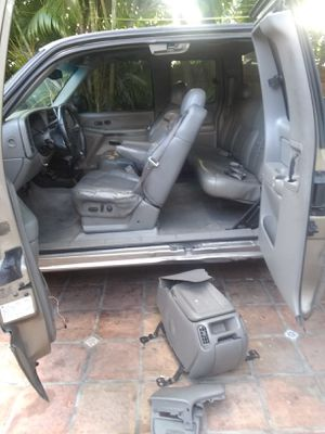 Chevy part 2002 for Sale in Miami, FL