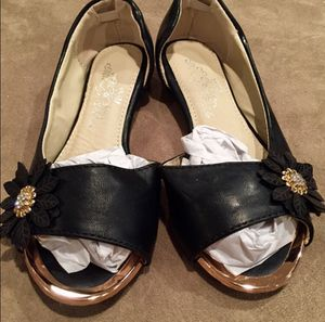 NWOT Girl Size 8 Black Flower Flats / Dress Shoes for Sale in Bountiful, UT