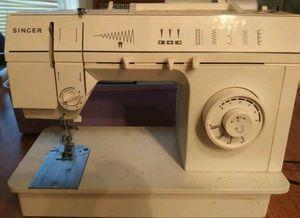 Singer sewing machine for Sale in Zephyrhills, FL