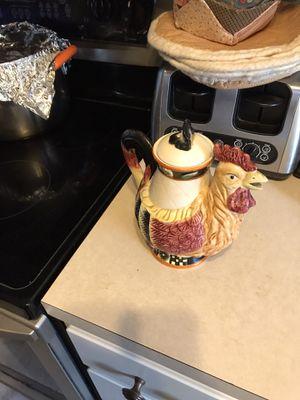 Chicken knickknack in good condition for Sale in PT CHARLOTTE, FL