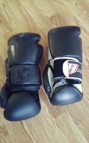 1 pair of. Venum. Boxing gloves 12oz each $20. 1 pair of Breugear. Boxing gloves 12oz for Sale in Pawtucket, RI