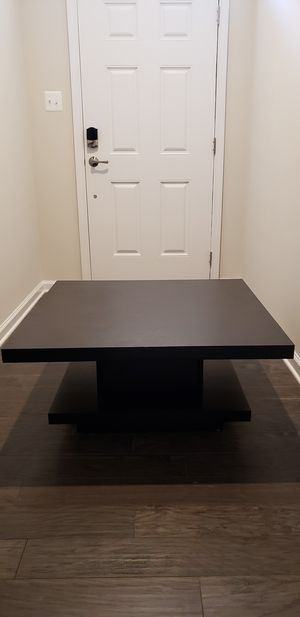Modern Style Coffee Table in good condition for Sale in Hanover, MD