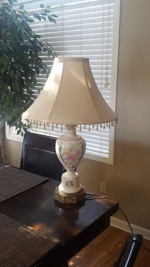 VINTAGE LAMP / 24 in TALL for Sale in Hemet, CA