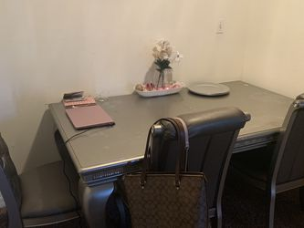 Dining Room Table & 4 Chairs for Sale in Tampa,  FL