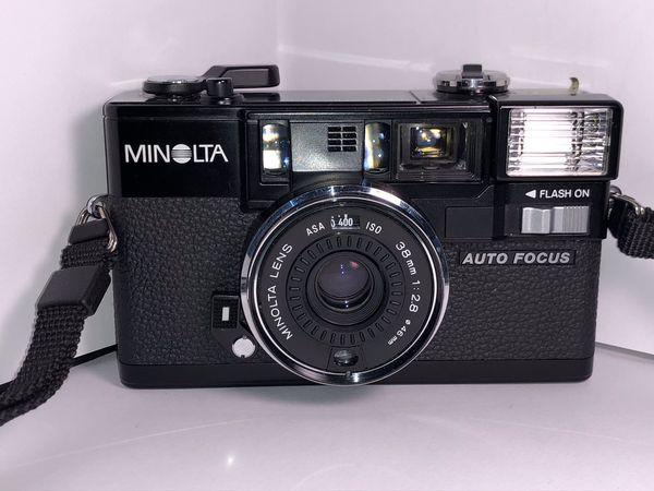 Minolta hi matic AF - 2 film camera 35mm