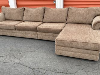 Gomen Furniture Inc 3 pc Sectional Free Delivery for Sale in Hayward,  CA