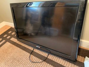 Sanyo DP32640 32-inch 720p LCD TV + Wall Mount for Sale in Shickshinny, PA