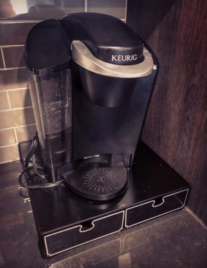 Keurig Coffee Maker + Cup Organizer for Sale in New York, NY