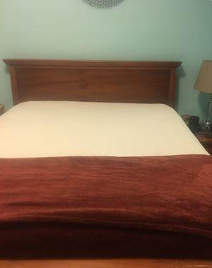 Queen bedroom set for Sale in Tuckahoe, NY