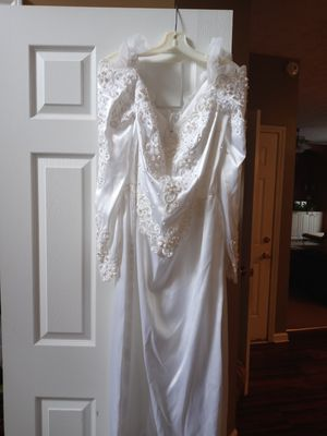 Lovely Satin and beaded wedding dress for Sale in Covington, GA