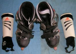 Roller Blades Adjustable Sizes 2-5 for Sale in Fenwick, MI