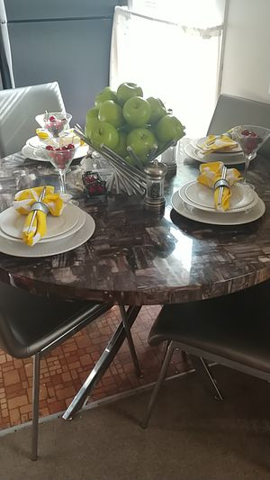 5 piece table and chairs for Sale in Lock Haven, PA