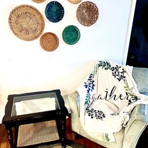 BOHO RATAN & BLACK WOOD STAINED END/SIDE TABLE! for Sale in Bowie, MD