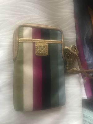 Coach Wristlet/ phone case for Sale in Philadelphia, PA