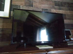 "TCL 32"" Flat screen TV. HDMI Roku. for Sale in Penndel, PA"