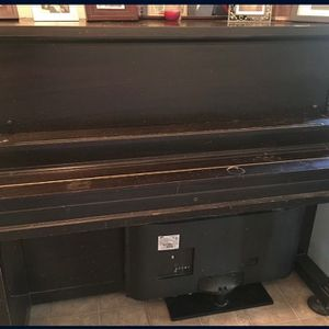 Piano. Works Good, Just Needs a Tune Up And A Lil Cleaning :) for Sale in Fresno, CA
