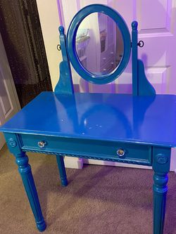 Turquoise Vanity Desk In Excellent Condition for Sale in Federal Way,  WA