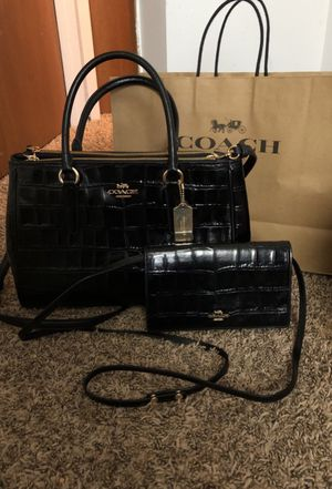 Genuine Coach bag with Small shoulder bag, can be used as wallet as well for Sale in Worthington, OH