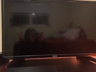 toshiba 32 inch tv for Sale in Irwin,  PA