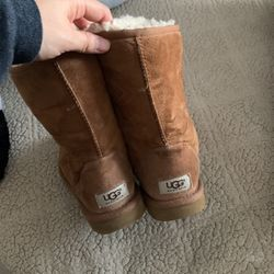 Uggs Size 8 for Sale in Smyrna,  TN