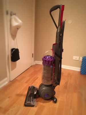 Dyson light ball animal vacuum for Sale in Chicago, IL