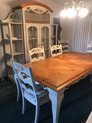 Dining table 6 chairs and 3 piece hutch for Sale in Emmaus, PA