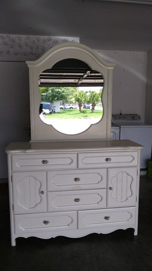 8 drawer dresser with mirror for Sale in Kissimmee, FL