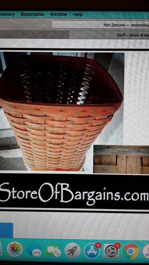 Longaberger Basket with plastic liner 1998 medium waste for Sale in Plant City, FL