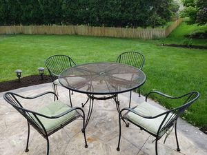 Patio table and chairs for Sale in Dayton, OH