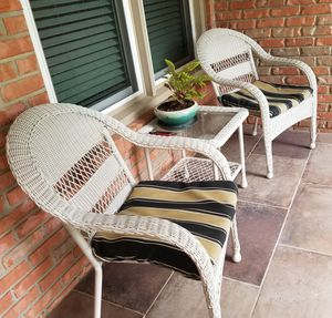 Wicker Patio Furniture Set (2 chairs 1 table) for Sale in Columbia, TN