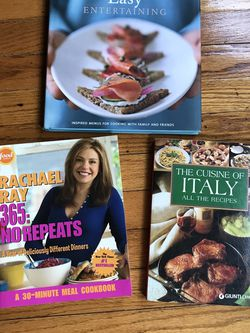 🍲 🍳 🥣 🍽️ 3 Awesome Cook Books for Winter And Holidays! 🍲 🍳 🥣 🍽️ for Sale in Evanston,  IL
