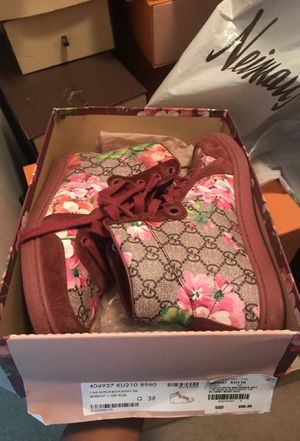 Women's floral gucci sneakers for Sale in Philadelphia, PA