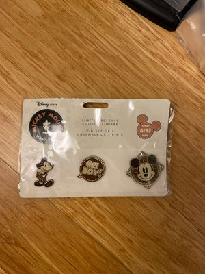 Disney pins limited edition for Sale in Boston, MA
