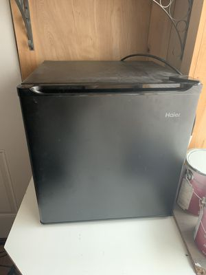 Haier mini fridge for Sale in Smyrna, TN