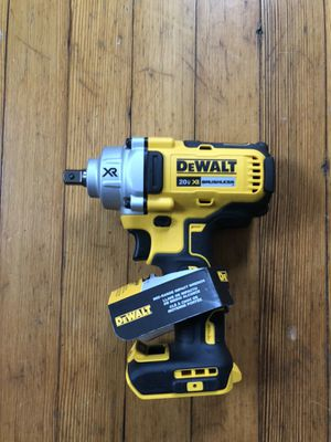 Dewalt wrench mid range half inch for Sale in Baltimore, MD