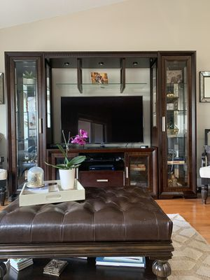 Tv Entertainment center/console for Sale in Highland Beach, FL